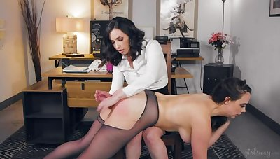 Little one Boss: Detach from Secretary On touching Mistress