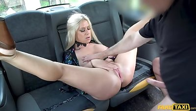 Squirting kermis fingered & fucked