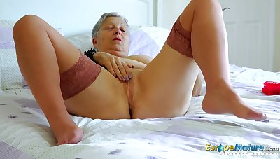 Big tits granny chick masturbates in stockings