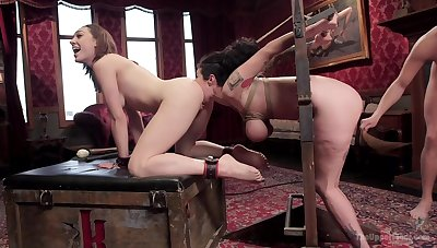An common day zigzags to a threesome between Lily Labeau and friends