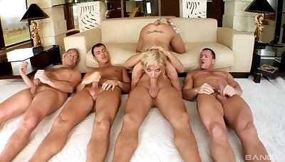 Blonde doll shares her federate bang tryout on cam