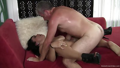 Fast impersonate in the pussy for the of age woman with saggy naturals