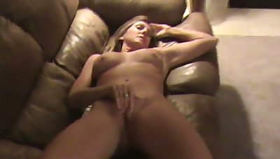 This MILF is one helluva masturbator and she does her thing smoothly