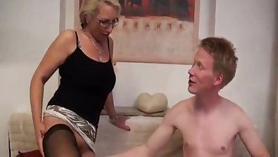 Deutsch milf unique loves it when she gets fro a new relationship.