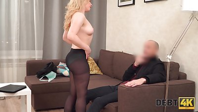 Sizzling Euro babe satisfies a man surrounding the brush love hole and that girl loves dick