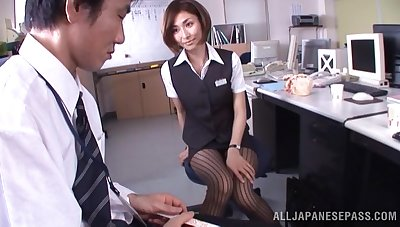 Japanese office lady Akari Asahina gives an amazing blowjob