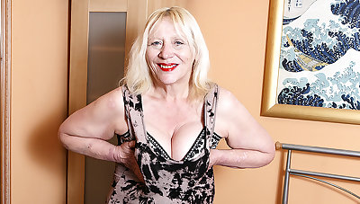 Raunchy British Housewife Effectuation With Her Perishable Snatch - MatureNL