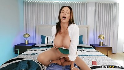 Cum warm MILF Alexis Faws gets fucked and loves swallowing