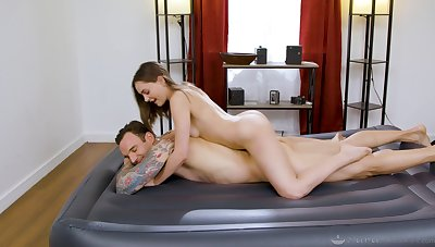 Masseuse sucks and rides client with real appetence and lust