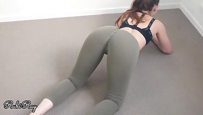 Damsel in yoga trousers would like to have lovemaking as an alternative of rendition her exercise routine